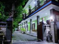 Budhas Guest House, 2*