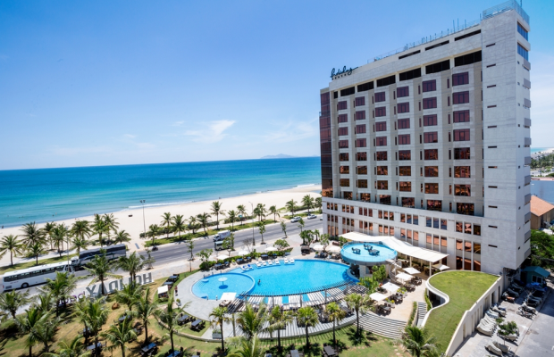 фото отеля Holiday Beach Da Nang Hotel & Resort изображение №1