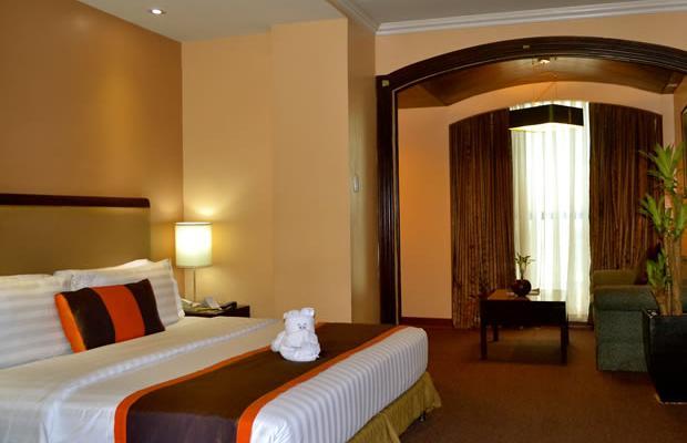 фотографии отеля Makati Palace изображение №7